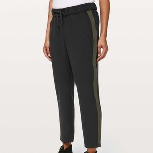 LULULEMON- On The Fly Pant *woven